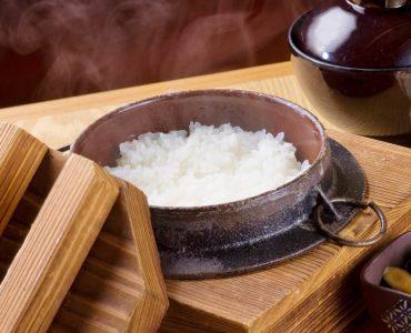 炊き立ての釜炊き飯
